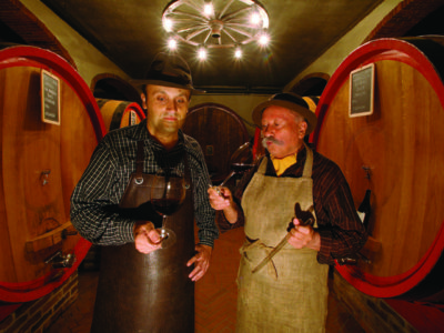 Brezza Orestre ed Enzo nella loro cantina di Barolo