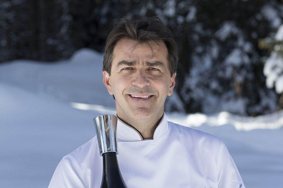 Lo Chef Yannick Alleno con la bottiglia di MCIII magnum di Moët & Chandon