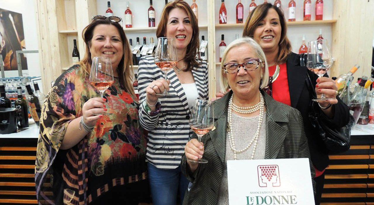 La presidente Cinelli Colombini con le donne del vino per Sorrento Rosé