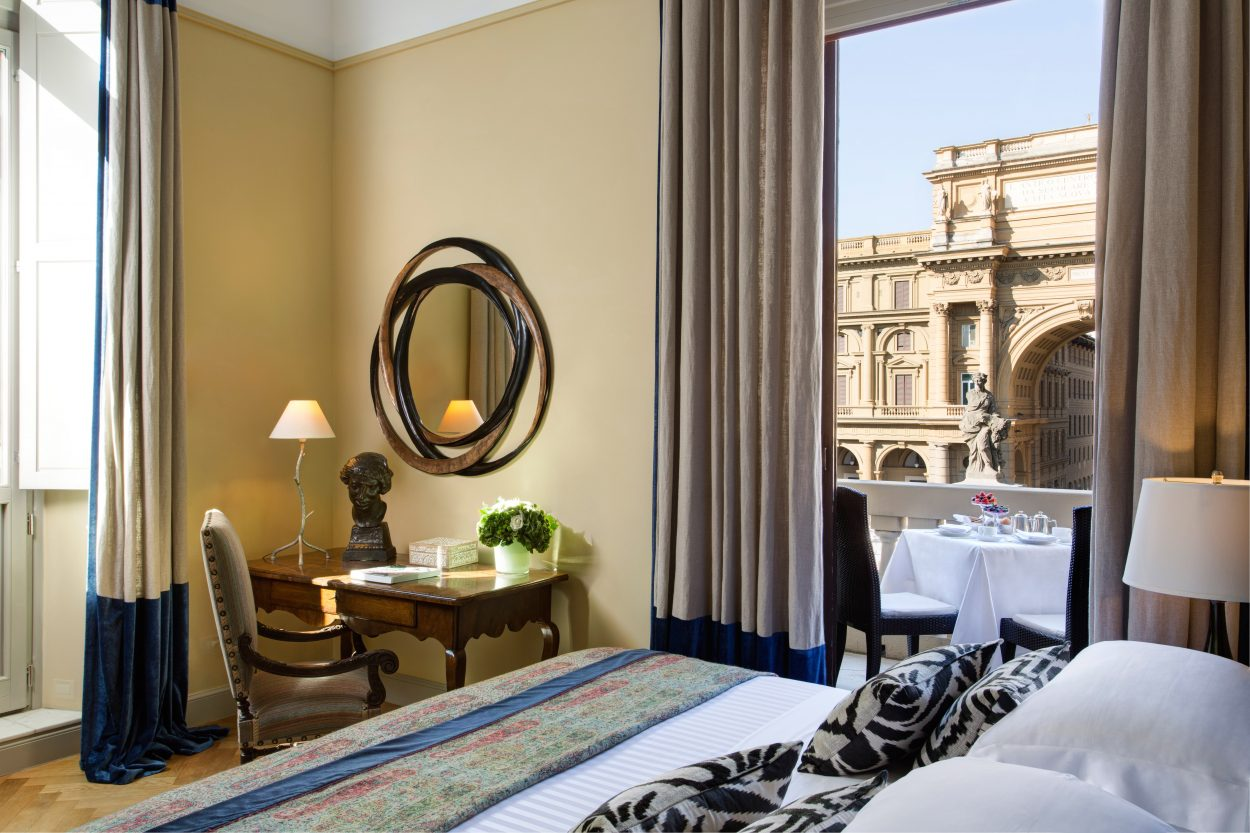 Hotel Savoy, Repubblica Suite, bedroom with view