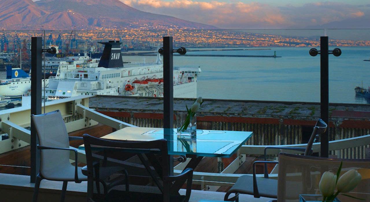 Il Comandante, Napoli