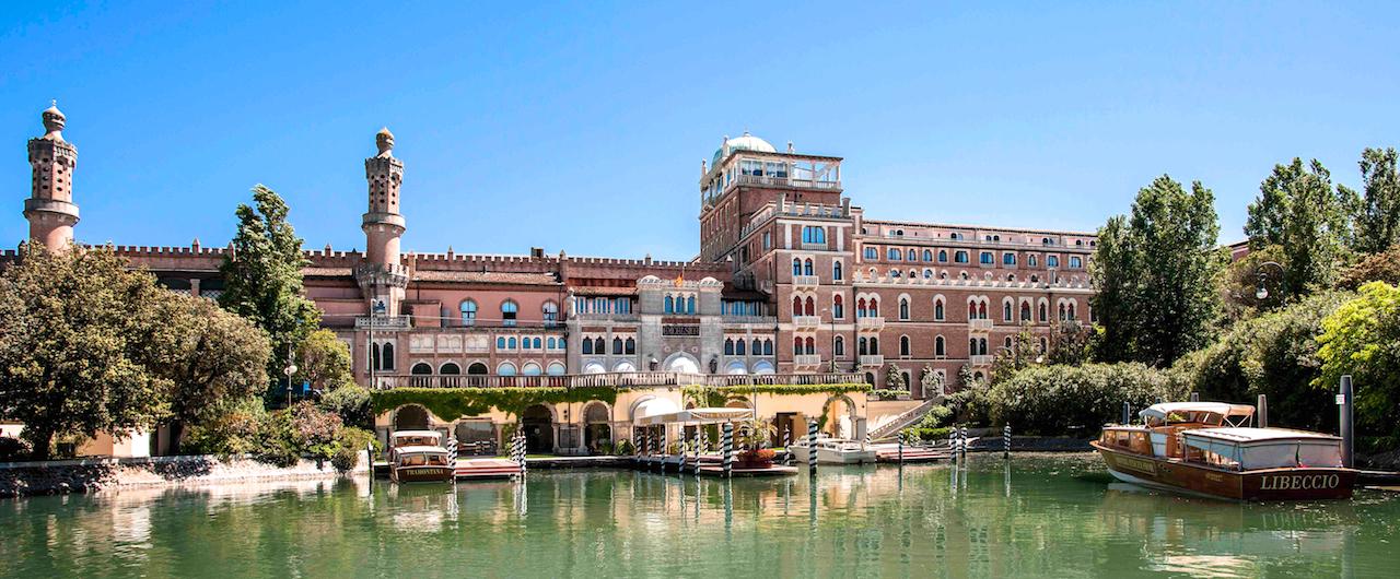 Hotel excelsior il mito a 5 stelle di venezia lido for Hotel a venezia 5 stelle